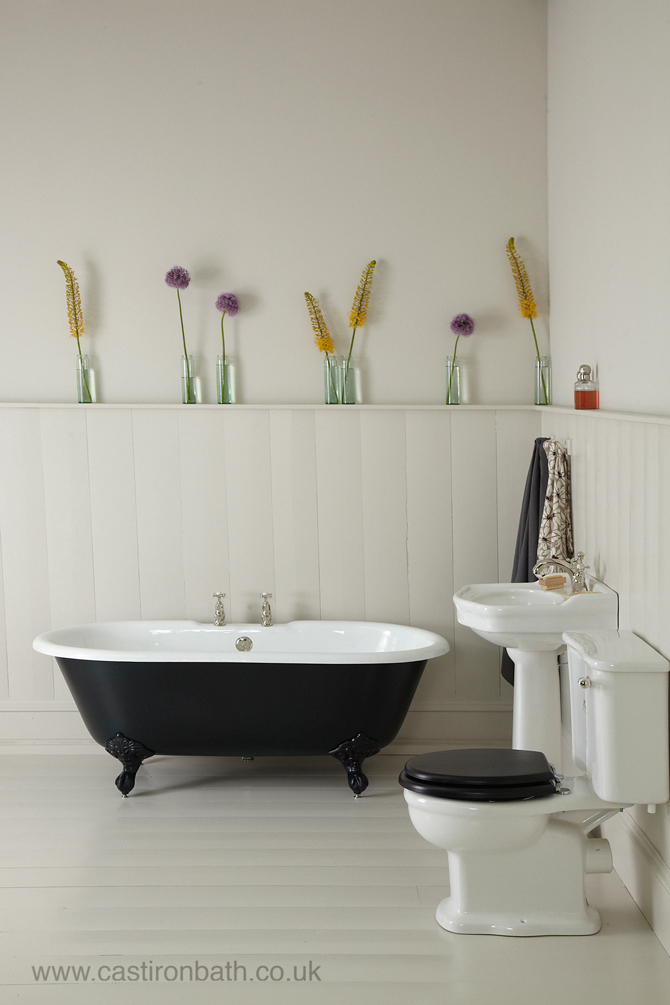 Smalle Kast Wit.A Perfect Cast Iron Bath For Small Bathrooms The Petite Millbrook